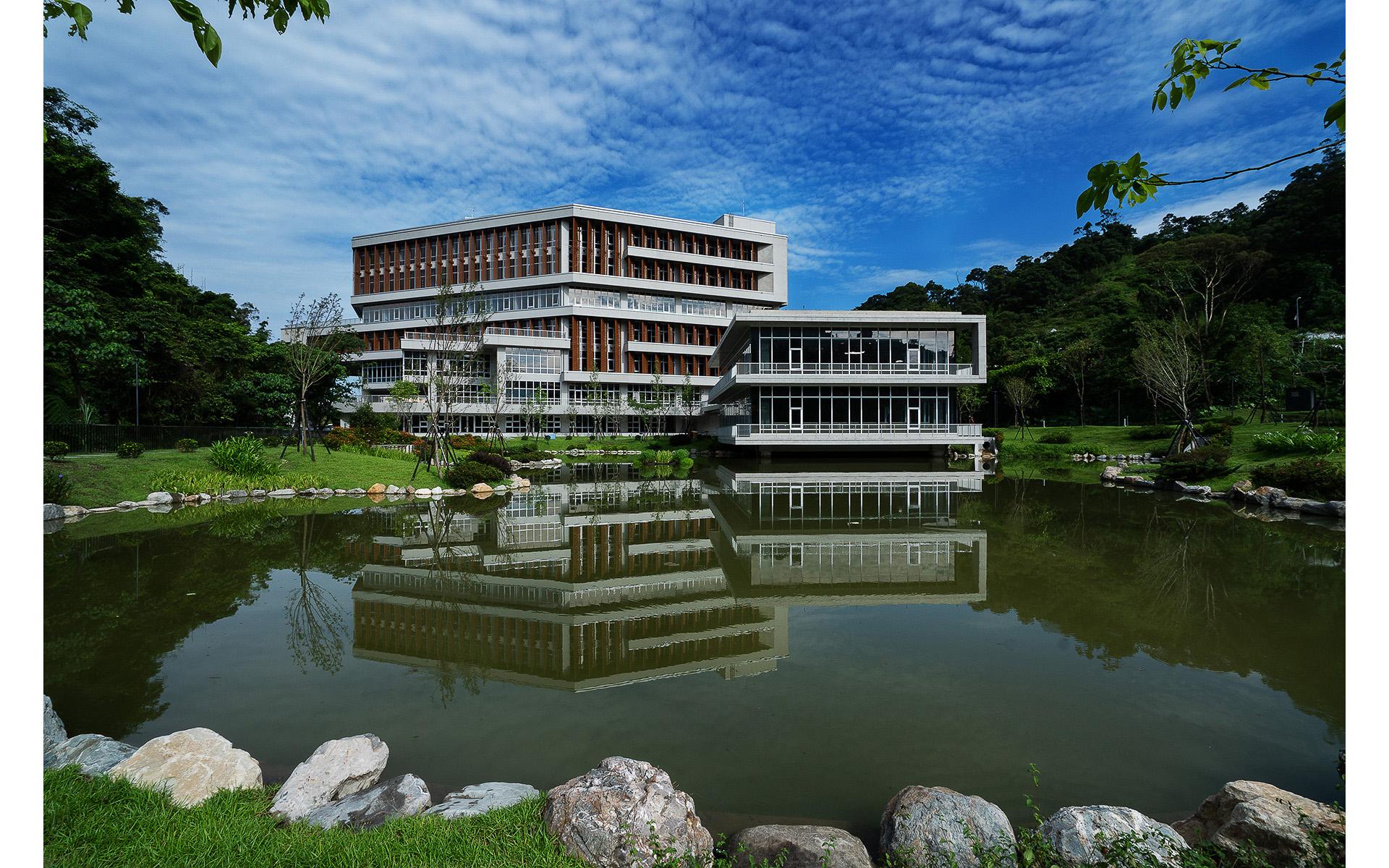 台北政治大學達賢圖書館