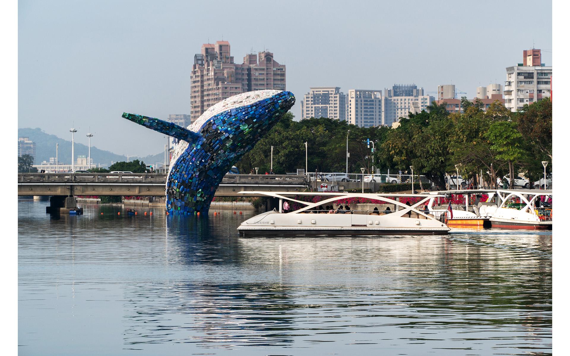 高雄愛河愛之鯨裝置藝術